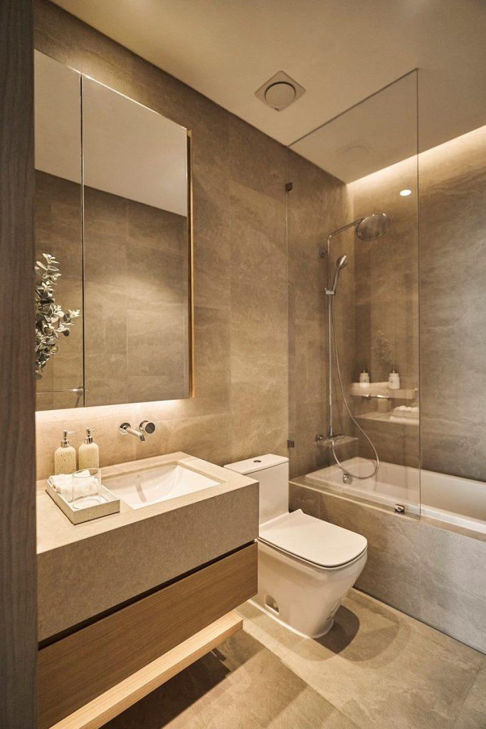 Ảnh thực tế WC căn hộ mẫu Lancaster Luminaire