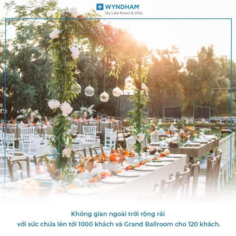 Không gian tổ chức tiệc ngoài trợi tại Wyndham Sky Lake Resort & Villas Chương Mỹ
