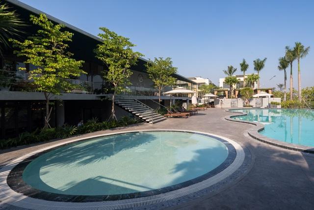 ảnh thực tế 2 bể bơi tại Club house trăm tỉ Hà Nội Garden City
